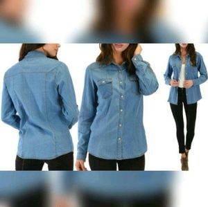 Tops - J W SIGNATURE Light Wash Chambray Top